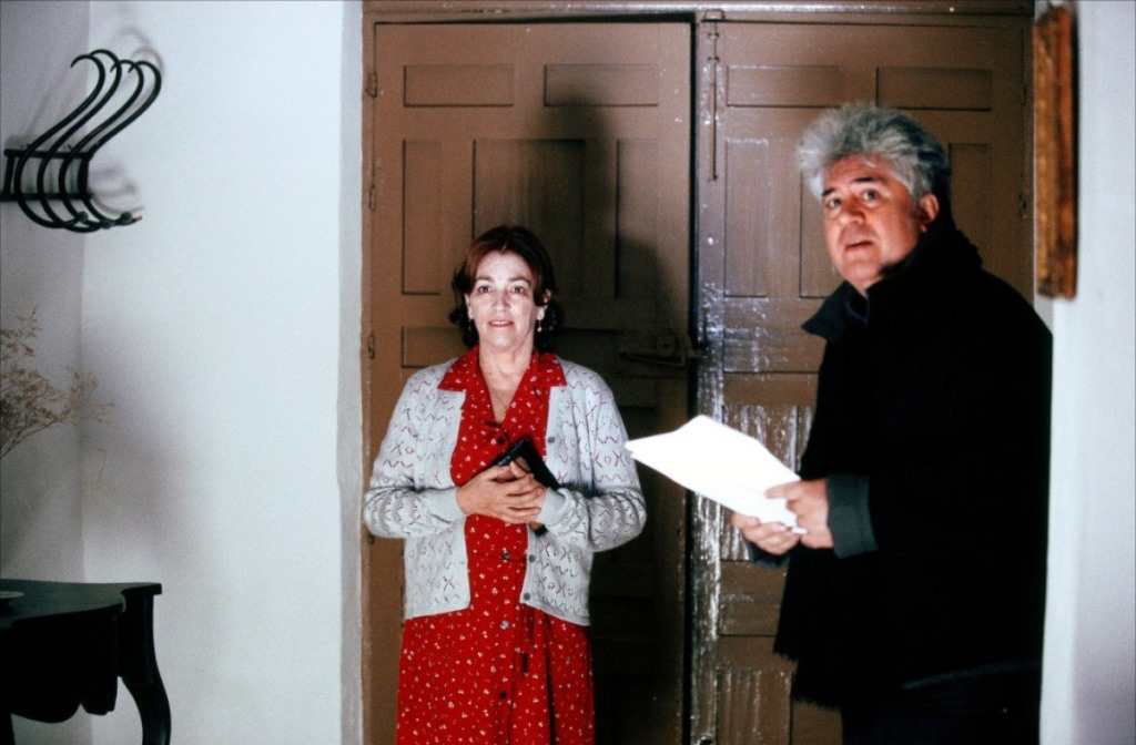 H Carmen Maura με τον Pedro Almodóvar στα γυρίσματα της ταινίας Volver (2006)
