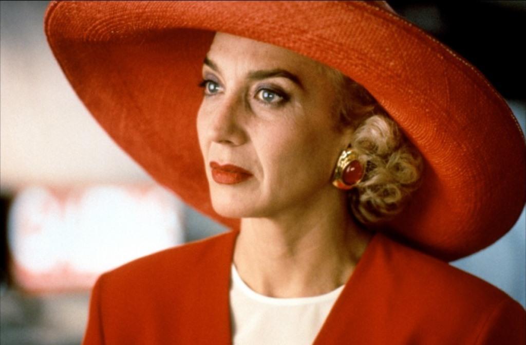 Η Marisa Paredes στην ταινία Ψηλά Τακούνια (1991)