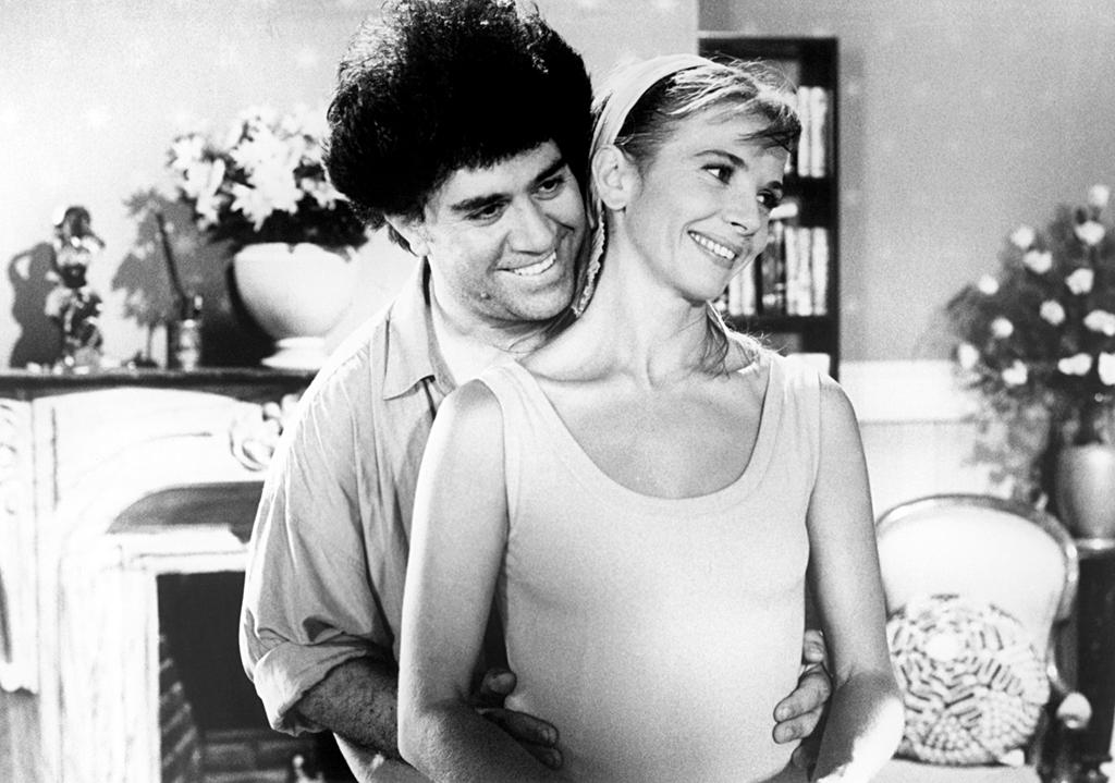 Ο Pedro Almodóvar με την Victoria Abril στα γυρίσματα της ταινίας Δέσε με (1990)