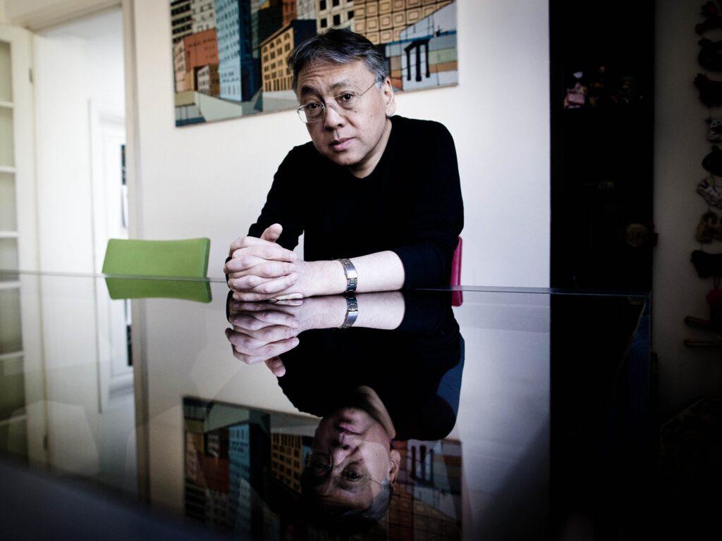 Ένας καλλιτέχνης του ρέοντος κόσμου του Καζούο Ισιγκούρο