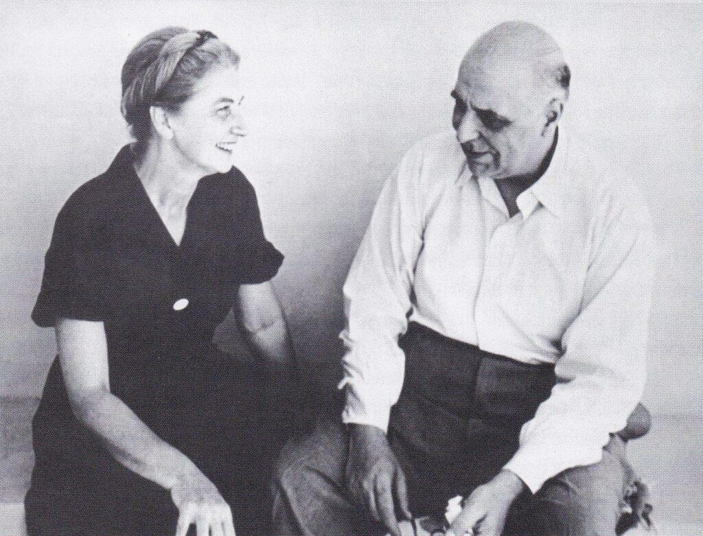 Ο έρωτας ανάμεσα στον Γιώργο Σεφέρη και την Μαρώ Λόντου-Σεφέρη μέσα από την αλληλογραφία τους. Σεφέρης και Μαρώ Αλληλογραφία- Εκδόσεις Ίκαρος